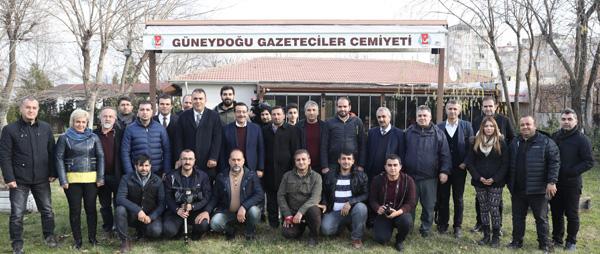 Cumali Atilla Gazeteciler Günü'nü kutladı