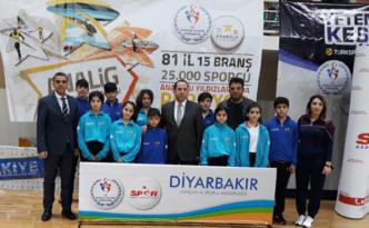 Diyarbakır'da badminton grup müsabakaları tamamlandı