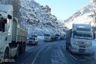 Video Haber:Buzlanma nedeniyle yüzlerce TIR mahsur kaldı