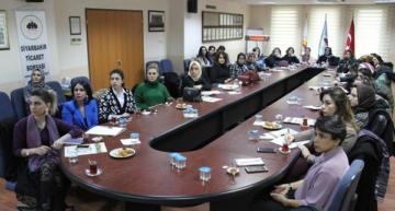 Girişimci kadınlara sosyal medya eğitimi