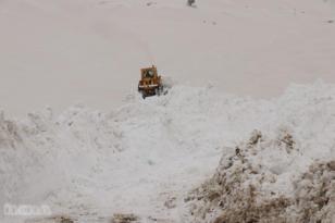 Video Haber: Köy yollarında yüksekliği 5 metreyi aşan karla mücadele