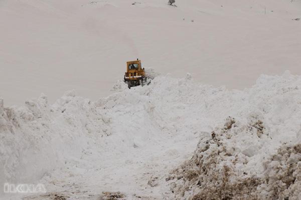 Video Haber: Kalınlığı 5 metreyi bulan karla zorlu mücadele