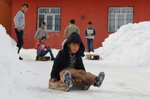 Köy çocuklarının alternatif kayak merkezi