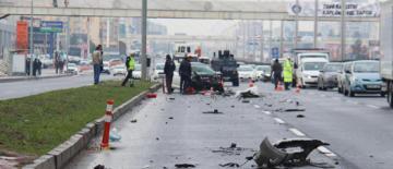 Video Haber: Otomobil yakıt tankerine çarptı: Bir yaralı
