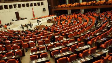 Meclis 75 fezleke ile açıldı