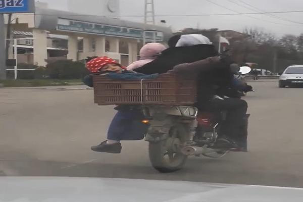 Bir motosiklete 6 kişi bindiler