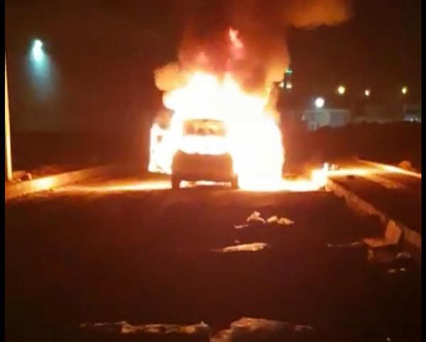 Diyarbakır'da hareket halindeki otomobil yandı