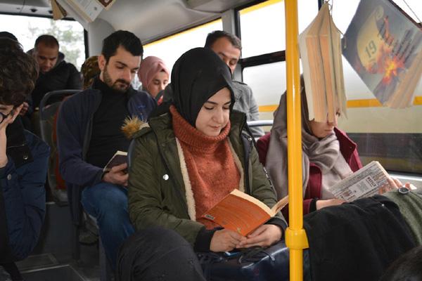 Video Haber – Şehir içi otobüsünde kitap okuma farkındalığı