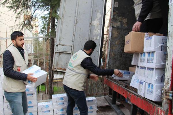 Suriye'ye 190 kolilik ilaç yardımı