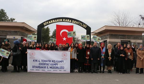 Diyarbakır'da tarihi mekânları gezdiler