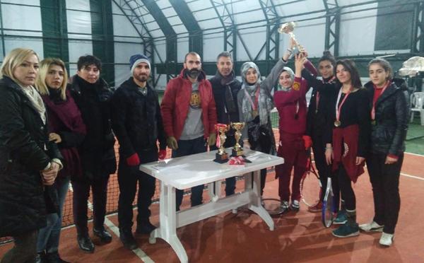 Teniste şampiyon Diyarbakır Muazzez Sümer