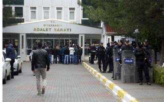 Gözaltına alınan 43 kişiden 16 kişi adliyede