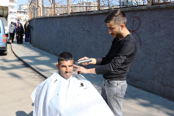 Genç berberden 'Gönül berberliği' projesi