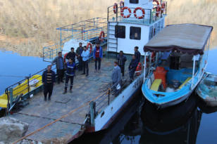 Video Haber: Feribot seferinin yapılamamasına vatandaşlardan tepki