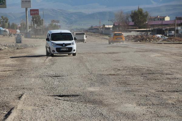 Video Haber: Şoförlerden çukur tepkisi