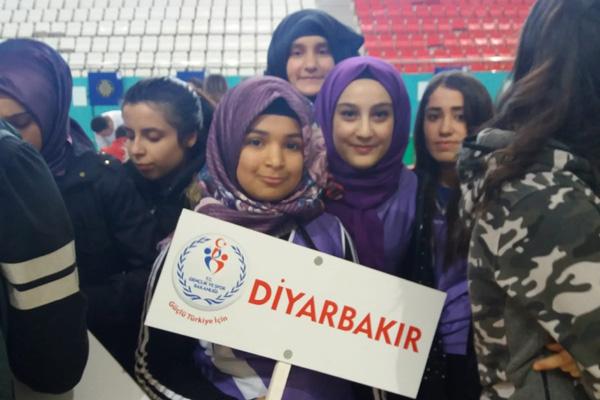 Diyarbakır'a madalya ile döndüler