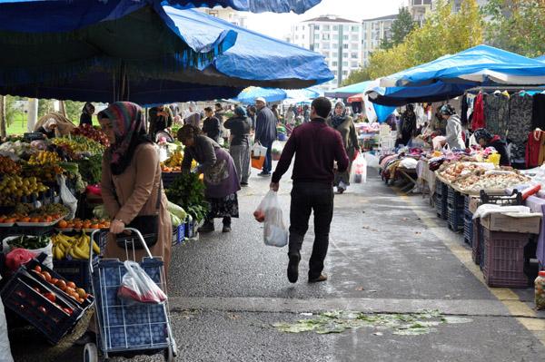 Video Haber: Pazarcılar satıştan, vatandaşlar fiyatlardan şikayetçi