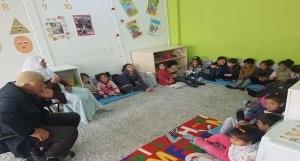 Bismil'de dedeler ve nineler torunlarıyla okulda