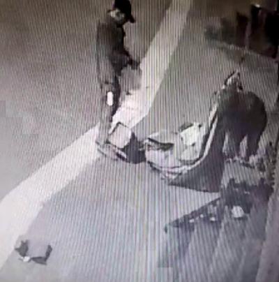 Jeneratörü kağıt toplama arabasına atıp kaçtılar