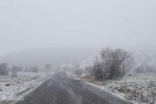 Diyarbakır'ın yüksek kesimlerinde kar etkili oldu