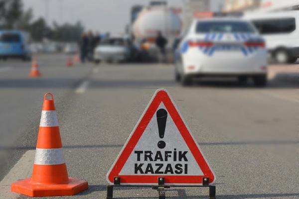 VİDEO HABER – Zincirleme kazada bir otomobil alev aldı