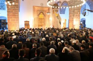 Video Haber: Kurşunlu Camii'nde Regaip Kandili kutlandı