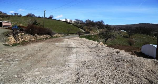 Lice'de heyelan nedeniyle bozulan yol onarıldı