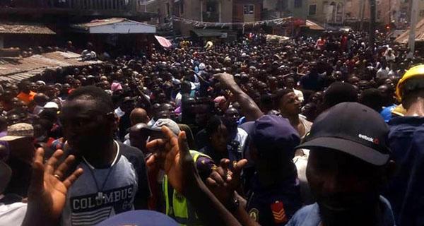 Nijeryada bina çöktü: yüzlerce kişi enkaz altında