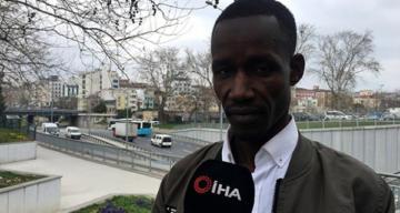 """Taksiciden Senegalli turiste """"Camii bombalamaya mı geldin"""" sorusu"""