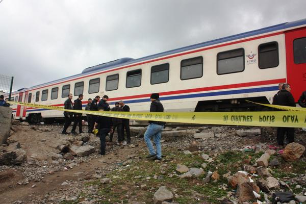 Müzik dinlerken trenin geldiğini duymadı, ağır şekilde yaralandı