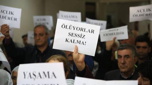 """İnsan Hakları Derneği'nden açlık grevi nöbeti: """"Yaşama ses ver"""""""