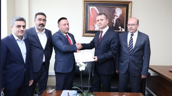 AK Partili Beyoğlu mazbatasını aldı