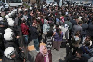 """VİDEO HABER: HDP'den Bağlar Belediyesi önünde YSK protestosu: """"Hakkımız elimizden alındı"""""""