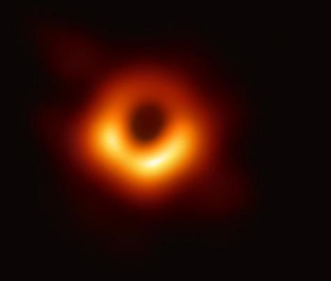 Evrenin ilk kara delik fotoğrafı