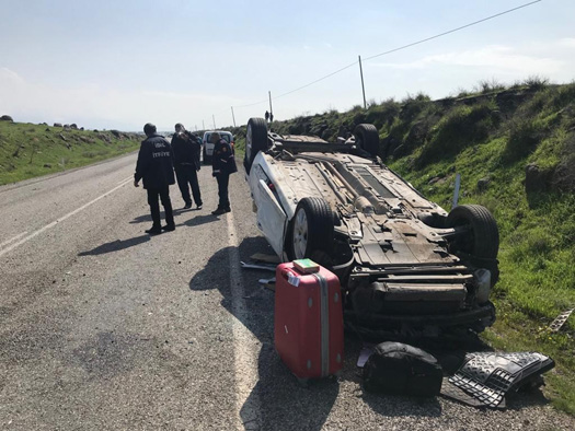 Otomobil takla attı: 1'i bebek 5 yaralı
