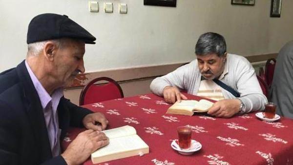 1 saat kitap okuyana çay ve kahve bedava