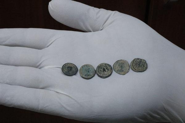 VİDEO HABER: Roma dönemine ait 180 adet sikke yakalandı