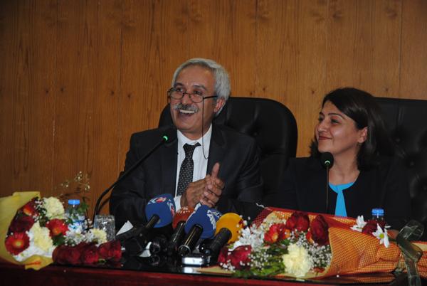 VİDEO HABER: Büyükşehir Belediyesi Eşbaşkanı Selçuk Mızraklı mazbatasını aldı; Halkın iradesine cemre düştü