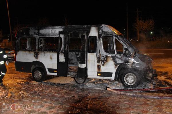 VİDEO HABER: Seyir halindeki şehir içi minibüsü alev aldı