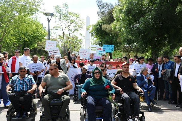 Engelliler seslerini bando eşliğinde duyurdu