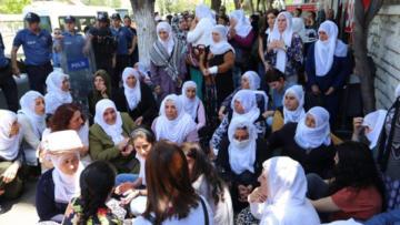 'Anneler yürekleri yandığı için sokaklarda'