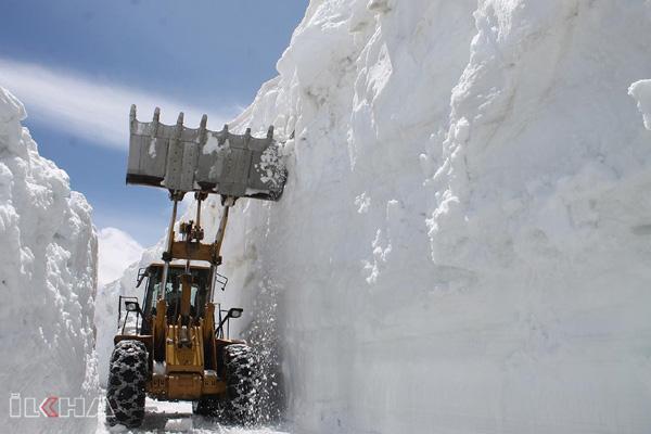 VİDEO HABER: Kar nedeniyle 6 aydır kapalı kalan yol açıldı