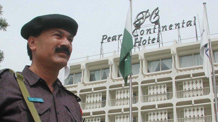 Pakistan'da lüks otele saldırı: 3 saldırgan öldürüldü