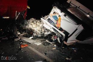 TIR ile tanker çarpıştı: 1 ölü, 1 yaralı