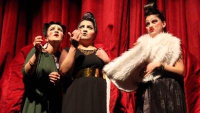 'Kürt yazarlar tiyatro oyunları yazmalı'