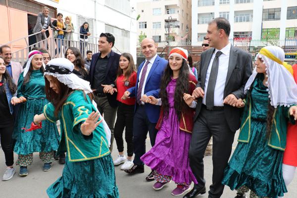 Diyarbakır'da 4006 TÜBİTAK Bilim Fuarı açıldı