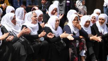 Tutuklu ailelerinden oturma eylemi
