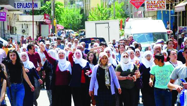 Tutuklu annelerinden düdüklü yürüyüş