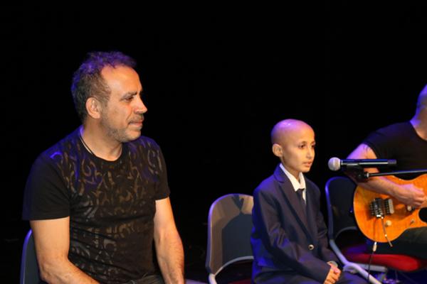 Haluk Levent, lösemi hastası Bünyamin ile Diyarbakır'da düet yaptı