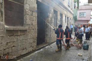 Video Haber: Tüplerin bulunduğu binada çıkan yangın paniğe yol açtı